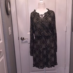 Dresses & Skirts - NWT Peasant style black and white dress